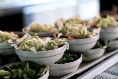Schüsselchen mit Salat