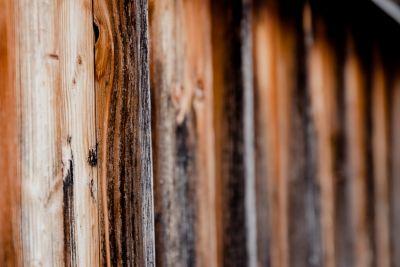Großaufnahme unbearbeiteter Holzbretter