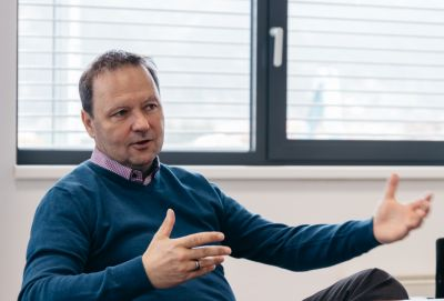 Andreas Anbauer in Interviewsituationa