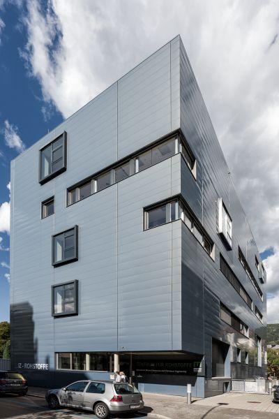Außenansicht von modernem Gebäude