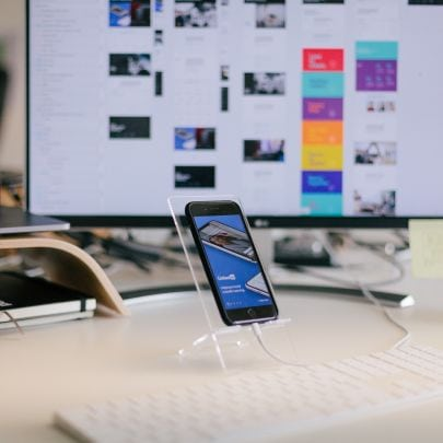 Handy, Tastatur und Bildschirm