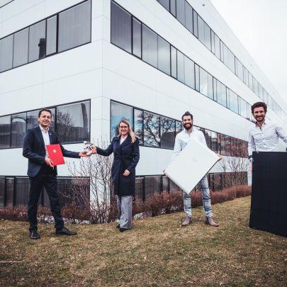 V.l.n.r.: Bernhard Puttinger (Green Tech Cluster), Margarete Schramböck (BMDW), Jan Senn & Christoph Grimmer (beide EET).