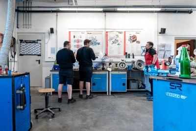 3 Männer in Werkstatt
